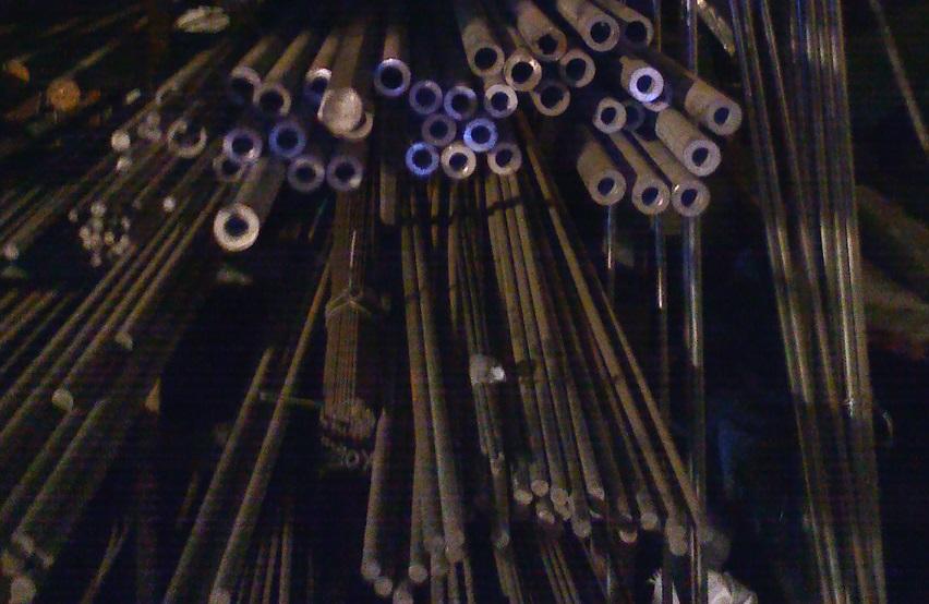 Трубы 12Х18Н10Т и Д16Т